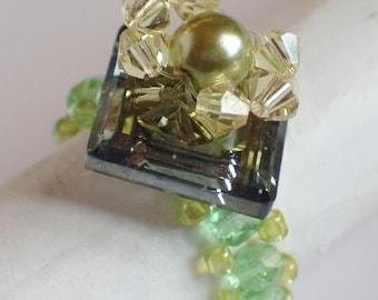 Pretty ring with swarovski crystal beads