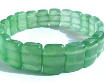 Bracelet aventurine composé de 20 perles pierre de 14x10 mm rectangle vert et ficelle élactic.