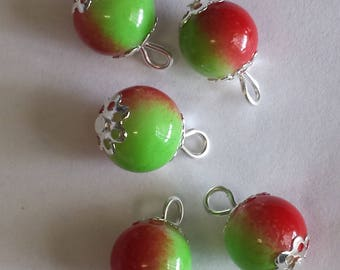 5 pendants 10mm red/green glass beads