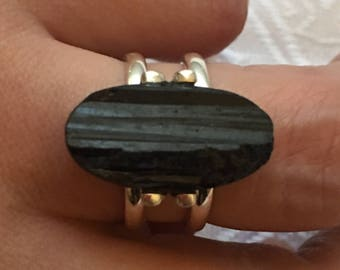 Ring 925 sterling silver adorned with a black tourmaline, rough natural stone / size 58
