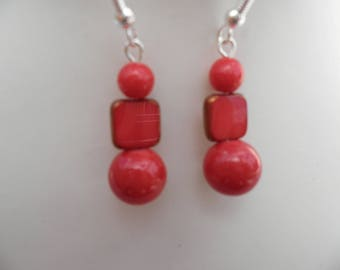 Red square and round earrings