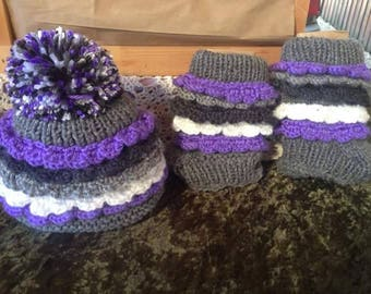 Scalloped sweetheart pom-pom baby beanie and matching booties