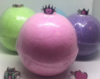 8 oz Princess Ring Surprise Inside Bath Bomb