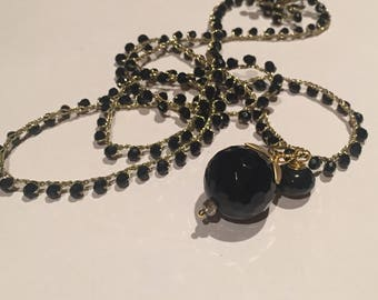 Crochet necklace with round onyx faceted