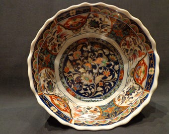 Japanese porcelain bowl beautifully decorated