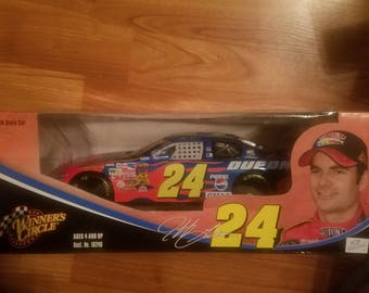 Jeff Gordon 2004 1:18 scale winners circle
