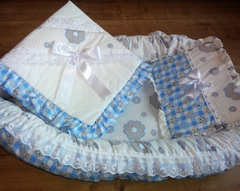 Babynest wit/blue flowers with Blanket and Pillow