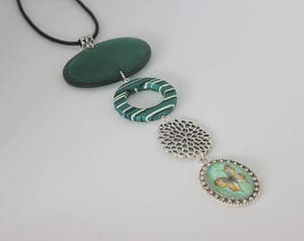 Original vertical necklace in green, silver acrylic and Butterfly cabochon.
