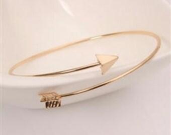 Gold arrow bracelet/armband