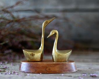 French vintage brass swans decor. French swans decor 50's.  French brass. Vintage bird. Animal art. French vintage decor. Letters press.