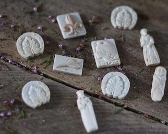 Rare set 10 French vintage biscuit porcelain feves nativity 50. Porcelain broad bean. Nativity advent scene. Feves collector. Beans for cake
