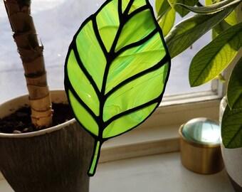 BLAD (LEAF) - Handmade stained glass green leaf!