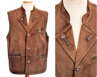 Suede leather hunting - folk WAISTCOAT by Leben in Tracht / Trachtenweste / mens size D 52, L large / brown / faux antler buttons / oak leaf