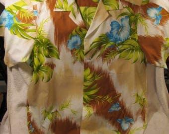 Great 1960s Men's Hukilau Fashions Hawaiian Button Down Shirt Made in Honolulu