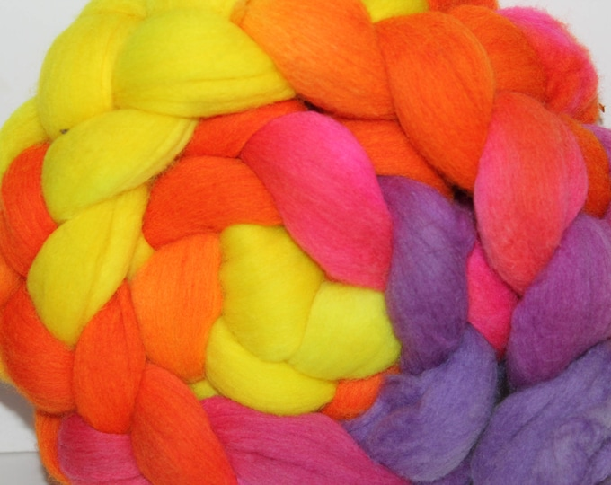 Handpainted  Merino Wool Top. Super fine. 19 micron  Soft and easy to spin. 4oz  Braid. Spin. Felt. Roving.M292