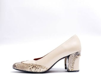Summer Sale Size 8N // Vintage Ferragamo Shoes// Reptile Pumps// Beige Color with Golden Studs Chunky Heels Pumps// 112
