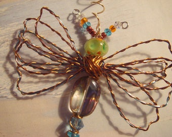 "My #9111 Beautiful! Bug-Eyed Pretty Green Alien Fluttering Dragonfly!.Pretty LW Poked Eyes Bead - Unique! Ornament! home decor! Size 3""Wx4""L"