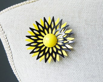 1960s Mod Yellow and Black Flower Brooch Vintage Enamel Summer Fashion Spiky Design
