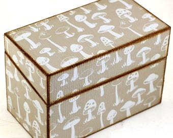 Wood Recipe Box Retro Mushrooms Fits 4x6 Recipe Cards Tan White