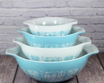 PYREX Set of 4 Cinderella Mixing Bowls - Turquoise Blue and White - AMISH BUTTERPRINT Pattern - 1950s