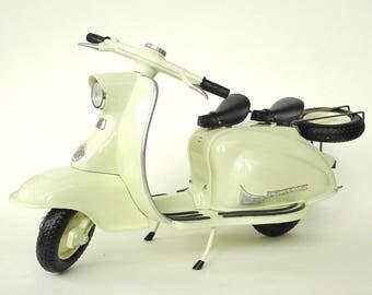 Vintage Miniature Lambretta Scooter, Xonex, 1/6 Scale, Classic Design, Discontinued, Rare, Wheels, Handlebars Move, Fantastic Detailing