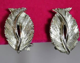 Lisner Silvertone Leaf Earrings - Clip On Earrings - Textured Double Leaves Silver Tone