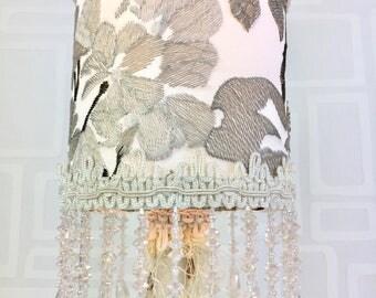 veilleuse/Lampe de table / lamp/ lampe/lampe blanche et creme/unique / fait main/lighting/table lamp/night light/les lampes de marie