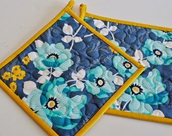 Quilted Potholders, Modern Pot Holders, Floral Pot Holders, Gift under 20, Gift for Woman, Hostess Gift, Quilted Hotpads