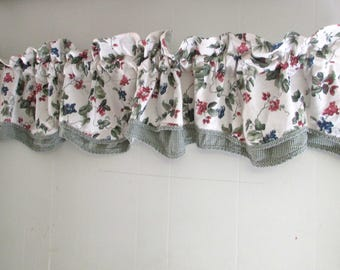 Waverly Garden Room Orchard Trail green Gingham Valance