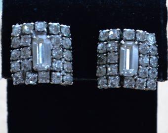 Sparkly Rhinestone Screw back Earrings, Silver tone, Vintage (AC2)