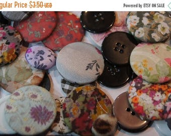 SUMMER CLEARANCE SALE - Vintage fabric Assorted Round Buttons - 8 pc