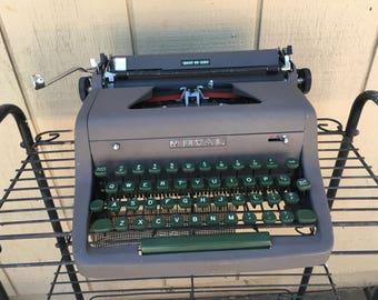 Mid Century 1950s Royal Quiet De Luxe Typewriter