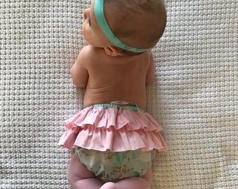 Ruffled Back Baby Bloomers // Baby Shower Gift // Handmade Gift // Gifts for Baby Girls