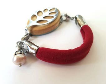 Bella Beat Leaf Bracelet Chunky pearl with Classic Red stretch soft comfort band and stainless steel .925 sterling silver flower cap