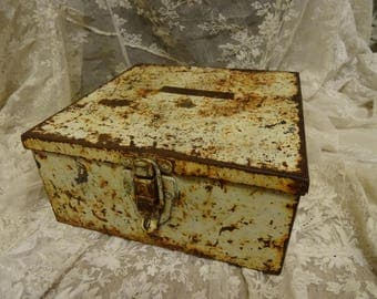 NEAT Vintage Shabby Industrial Rusty Metal Lunch Tool Box