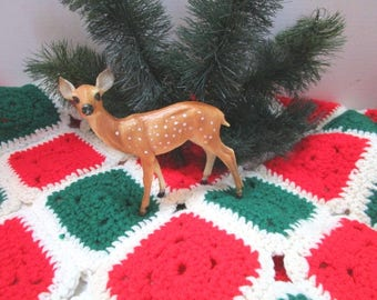 Vintage Handmade Christmas Tablecloth or Tree skirt, Knitted, Red Green White, Yarn, Granny Square Needlework Decor / Fashion, Grannysquare