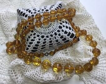 Art Deco Carved Applejuice BAKELITE Bead Necklace