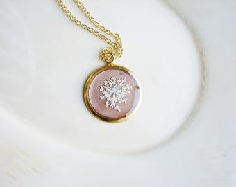 Real Flower Jewelry, White Queen Anne's Lace Necklace, Pressed Flowers Jewelry, Rose Gold Jewelry, Resin Jewelry