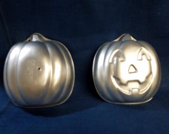 Two Piece Wilton Halloween or Thanksgiving Pumpkin or Jack o lantern standing Cake Pan or Jello Mold