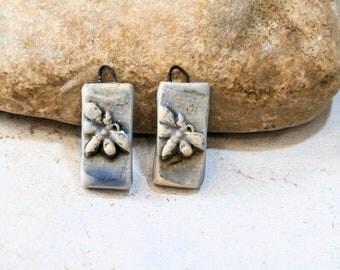 2 breloques libellules, bleu pastel romantique rustique, céramique artisanale, fournitures pour boucles d'oreilles