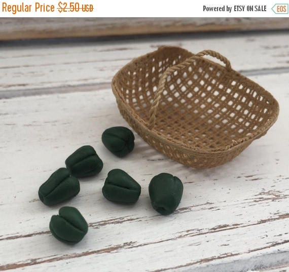 ON SALE Miniature Green Peppers Dollhouse Miniature, 1:12 Scale, Dollhouse Food, Mini Food, Pretend Food, Dollhouse Decor Accessory