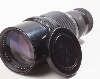 Pentax Takumar 300mm F4 M42 screw mount telephoto lens with case and caps