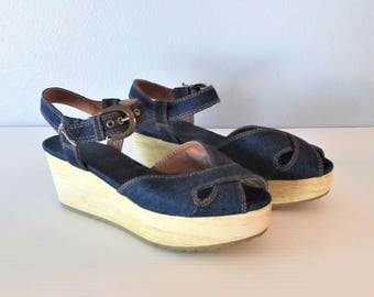 Vintage 1970's Summer Wedge Sandals / Open Toe Beach Blue Denim Platform Heels / Woman's Shoes Size 7