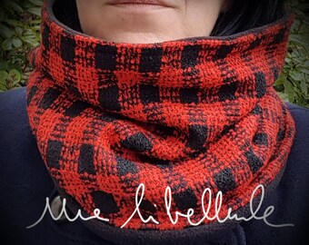 Cowl or snood * just *, red and black
