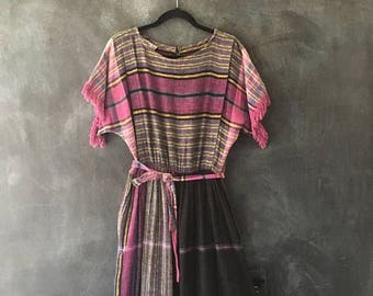 20% Off Sale 80s Woven Cotton Gauze Midi Dress PLaid Belted High Waisted Boho Hippie Fringe Dress Ladies Size M/L
