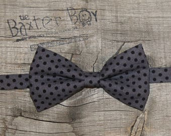 Ready-to-Ship --- SIZE MEDIUM Grey with black polka dots little boy bow tie - photo prop, ring bearer, wedding