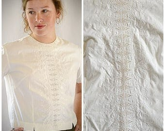 Vintage 1960s White Cotton Cut Work and Embroidery Cropped short Sleeve Blouse 42 Inch Bust