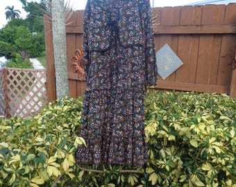 VINTAGE 1970's  Flowered Peasant Dress/Plain Jane by Danuta - Free Shipping (available)