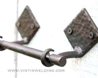 READY TO Ship Hand Forged Iron 3 Piece Toilet Paper Holder with Diamond Base, Round Rod, and Hammered Finish by VinTin (Item # TP-501)