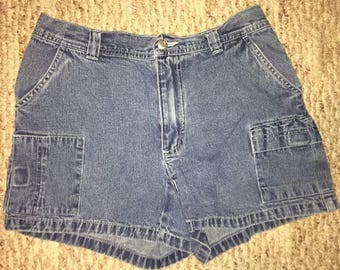 Vintage Old Navy Women's Mom Jean Shorts Size 4 High Waisted